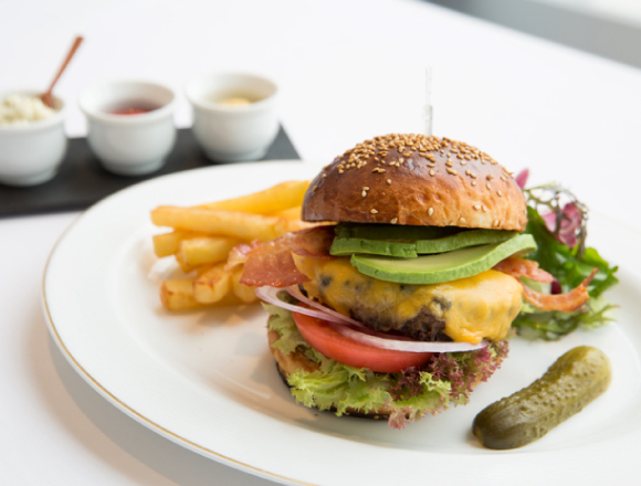 【東京午餐】米其林評價餐廳「タテル ヨシノビズ」&三宿「ルリイロ」的午餐限定漢堡