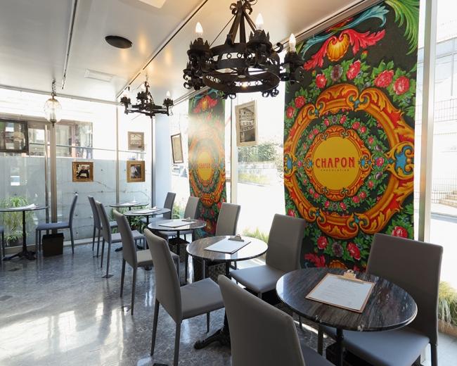 世界初のカフェ併設のシャポン自由ヶ丘店