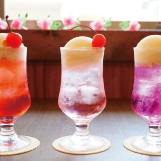 【東京咖啡廳】在純喫茶之旅遇見超搶眼創意飲品Vol,6 千歲烏山「喫茶 宝石箱」
