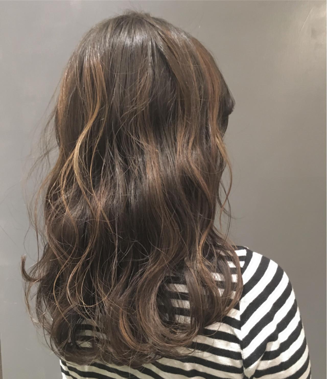 赤み抑えて艶やかな髪色が魅力のカーキグレージュ Ayano Oda