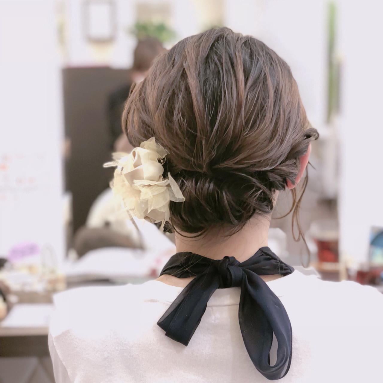在後頸髮梢處盤成髮髻的少女風造型,妳覺得如何? 宮崎加奈